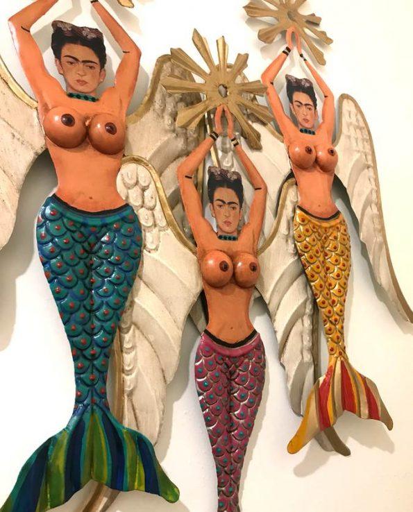 Décoration murale sirène Frida seins nus avec resplendeur