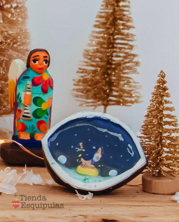 Crèche mexicaine dans une noix