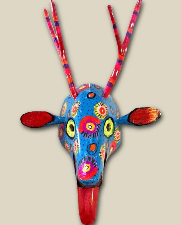 Masque en bois peint du Guatemala, tête de cerf