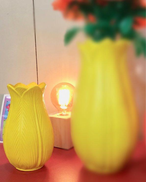 Vase tulipe plastique jaune 18cm - Tienda Esquipulas