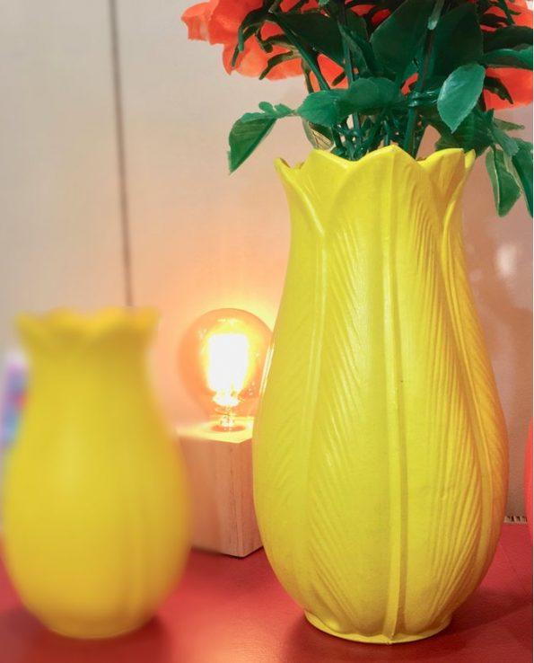 Vase tulipe plastique jaune 27cm - Tienda Esquipulas