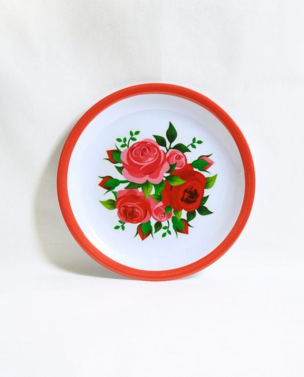 Assiette mélamine ronde motif roses bord rouge