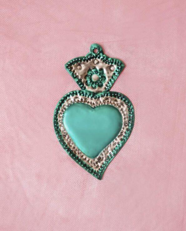 Traditionnel coeur ex-voto mexicain patiné une couleur - vert