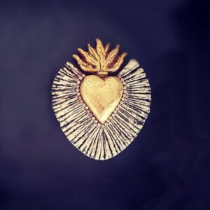 Coeur flammes rayonnant doré