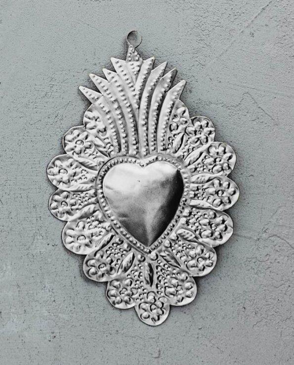 Coeur ex-voto couronne de fleurs en métal naturel