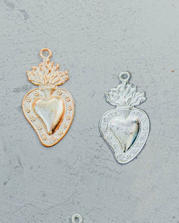 Coeur ex-voto mexicain bordé de fleurs (doré ou argenté)